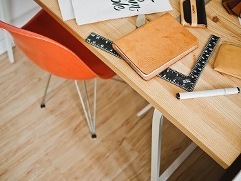 Die 12 größten Fehler am Schreibtisch Bild oben unsplash.com, Jeff Sheldon
