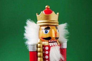 "Weihnachtsbräuche Bild oben piqs.de, Helvetica, ""Nussknacker"" (CC BY 2.0 DE)"