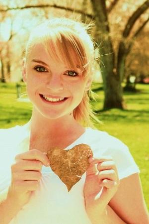 """Flirten will gelernt sein! Ratgeber Bild mittig piqs.de, D. Sharon Pruitt, """"Happy Heart Girl"""" (CC BY 2.0 DE)"""