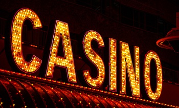 Online Casinos bieten Nervenkitzel mit Echtgeld Bild oben FotoHiero  / pixelio.de