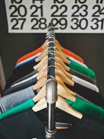 Machen Kleider wirklich Leute? Bild oben unsplash.com, Jeff Sheldon
