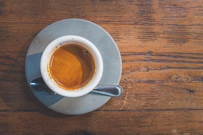 Pro und Contra des täglichen Kaffeekonsums Bild oben