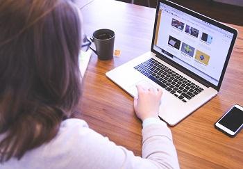 Online Geld verdienen Bild oben