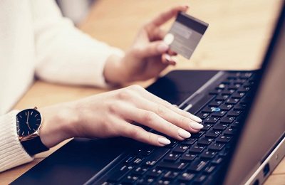 Konsum und Internet: Augen auf bei Onlinezahlungen Anleitung Bild mittig-oben Adobe Stock © SFIO CHRACHO