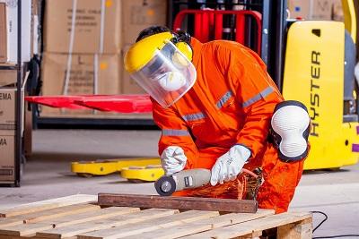 Gewerbestrom beziehen Bild oben voltamax@pixabay.com industrial-1636390_1920