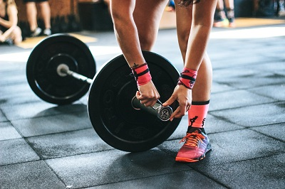 Fit ohne Fitnessstudio: 3 Tipps für sportliche Fortschritte Bild oben unsplash.com, Victor Freitas