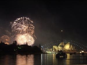 Silvesterurlaub im Ausland Anleitung Bild mittig-oben Silvesterfeuerwerk in Sydney (Quelle: Wikipedia.org © Kvasir (CC BY 3.0))